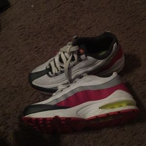 Shoes come buy my airmax